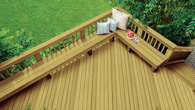 Terrasse en bois traité sous pression décapé – opaque