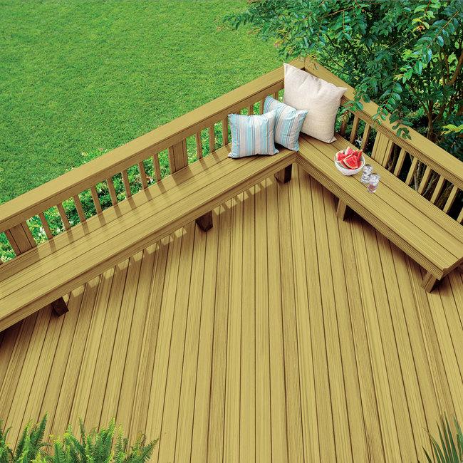 Terrasse en bois traité sous pression décapé – Transparent et semi-transparent